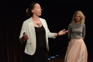 Manon (left) and Willemijn (right) in action